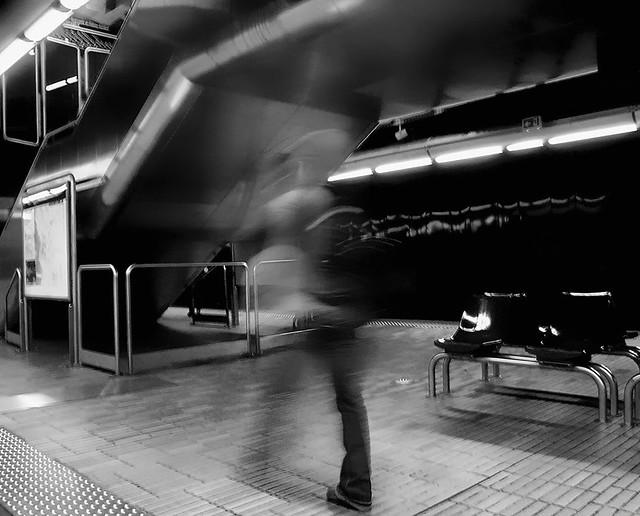 platform Estrangin in the night