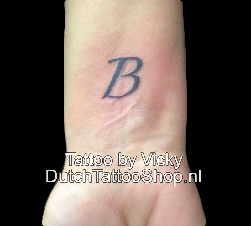 Letter Tattoo Pols Kleine Tatoeage Dutch Tattoo Shop Vicky