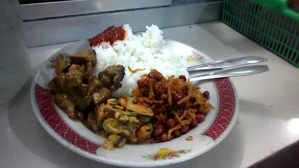 Tamrin Gantenk Ina Meong Makan Di Warteg Fajar Kedoya Alk Flickr