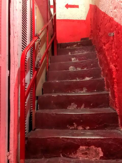 Creepy stairway in the night (accepts)_IMG_5669n