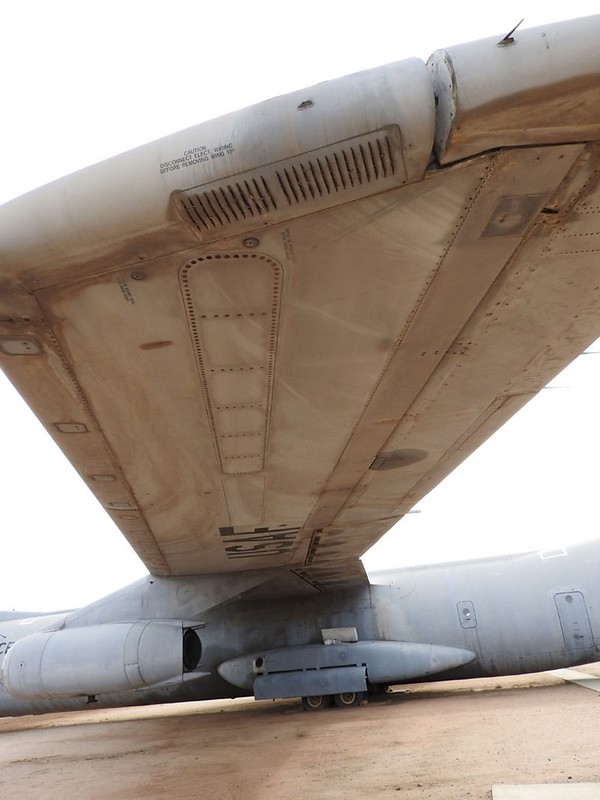Lockheed C-141B Starlifter 5