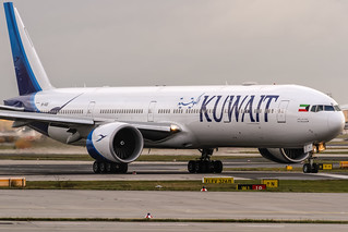 9K-AOD Kuwait Airways Boeing 777-369(ER) lining up on Runway18 for further departure to Kuwait (KWI / OKBK) @ Frankfurt Rhein-Main International (FRA / EDDF) / 19.11.2017