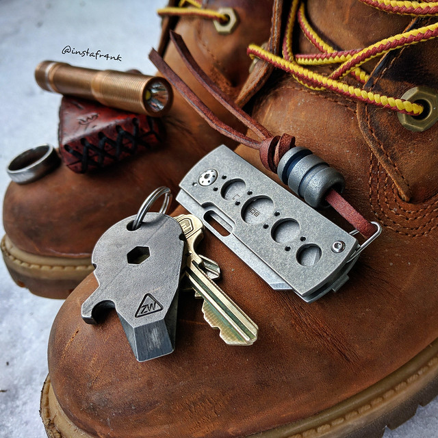 Boker Plus Pelican, Zach Wood Falcon pry tool, Timberland leather boots