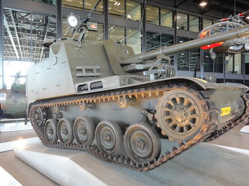 AMX 13 PRA Howitzer 1