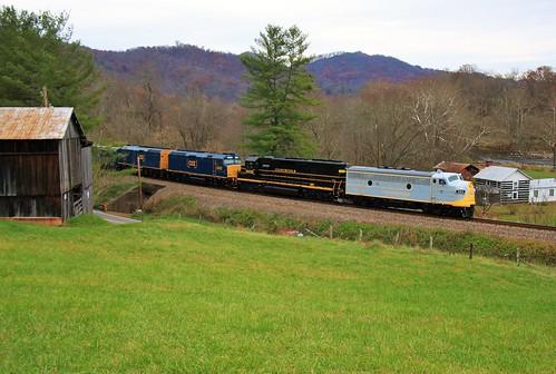 clinchfield railroad crr railway csxt csx transportation kingsportsubdivision kentucky virginia tennessee santa train emd f3a 800 sd45 3632 f40ph 9992 9999 dungannon osbournescurve