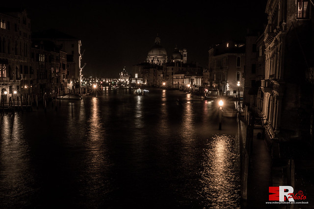 Venezia | alone, in the darkness