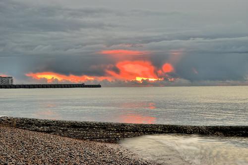sunrise sunset dawn daybreak sea ocean water clouds sun glow waves beach reflection morning 1000v40f ghe