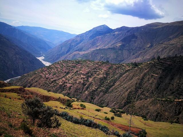 Camino a Chilmay, distrito de Chiara, Andahuaylas.