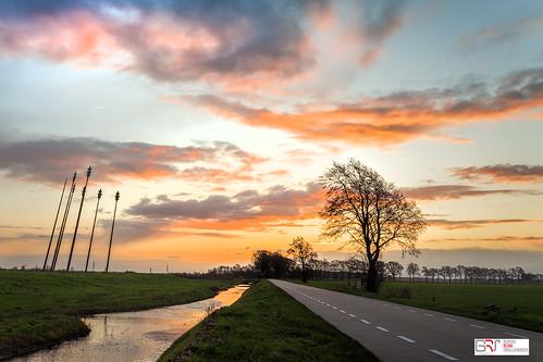 reinasmallenbroek matsloot sunrise zonsopkomst sky lucht clouds wolken oerwold monument natuurmonumenten street straat