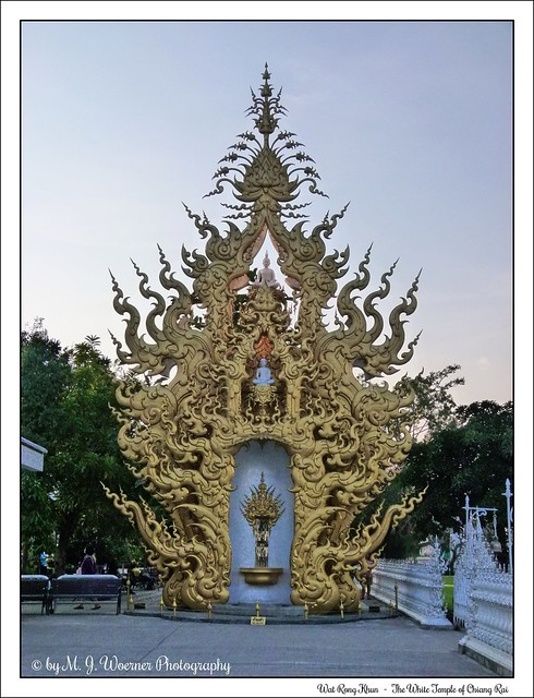 Wat Rong Khun - The White Temple of Chiang Rai 05