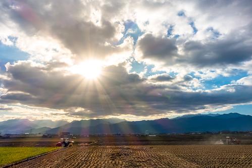 sun sunrise risingsun saijo toyo shikoku ehime japan agriculture cloud sky mountain landscape sony rx100m3