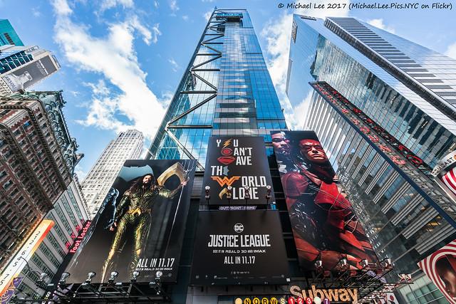 Justice League at Times Square (20171119-DSC03334)