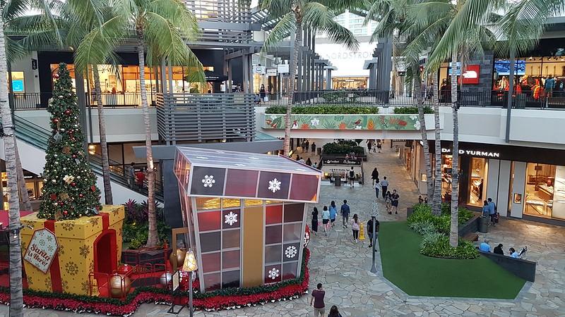 Christmas shopping Hawaian style