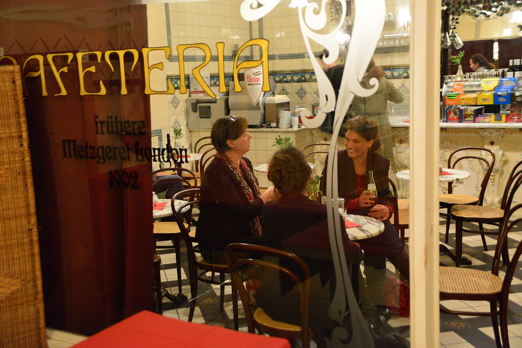 Thematische Einstimmung in der Cafeteria des Palais Wittgenstein