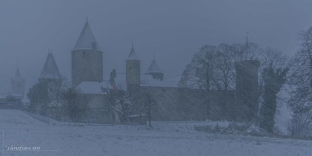 Tempête de neige sur le château (Switzerland)