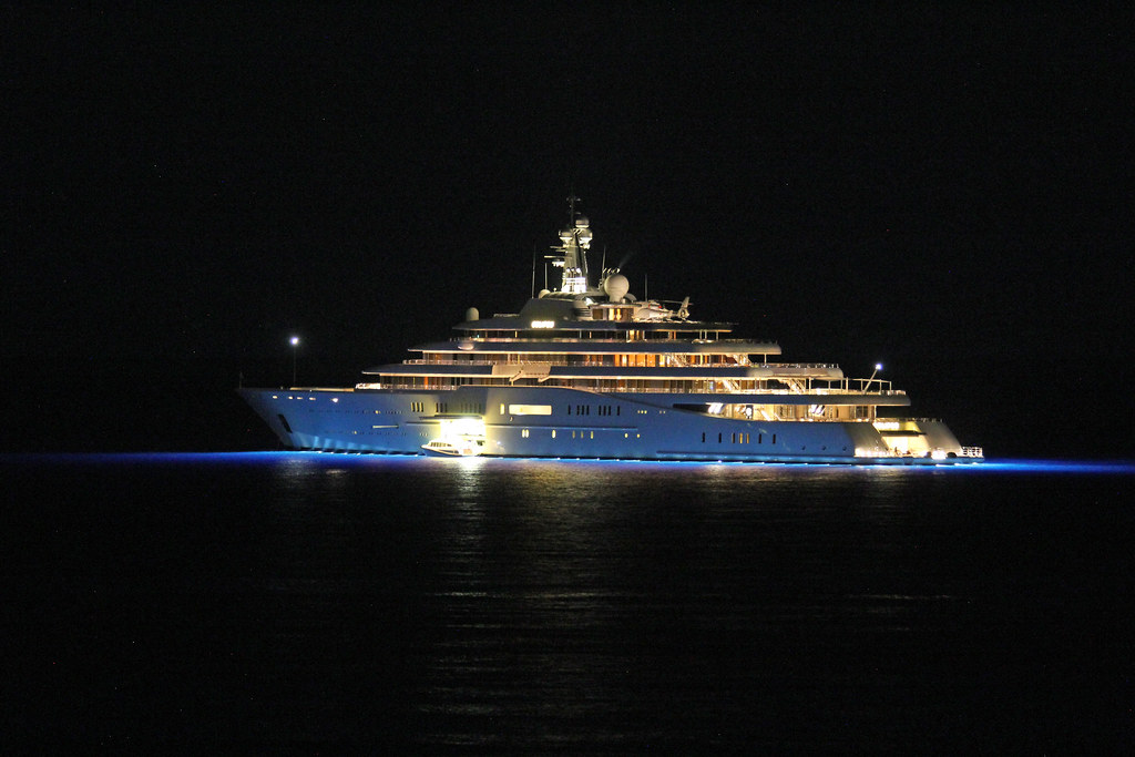 The Elegant Yacht Eclipse Of Mr Abramovich By Night Flickr