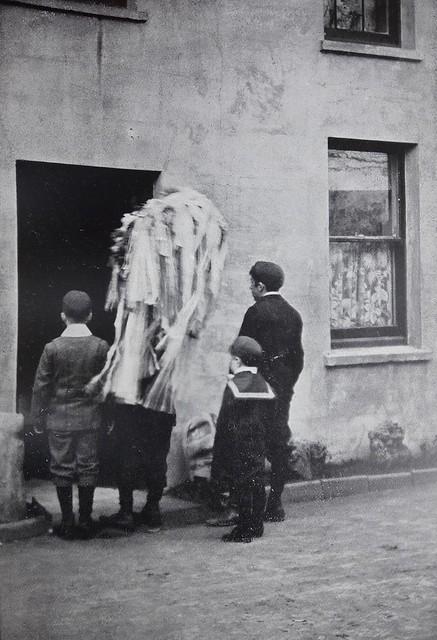 Hunt the Wren, Douglas, 1904
