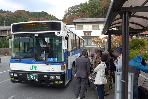 横川~軽井沢間をつなぐ鉄道廃止代替バス。地域利用が主だが、紅葉の時季にはとても混雑する