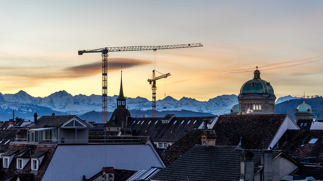 Morning in Bern: Why these cranes?  (2/2)