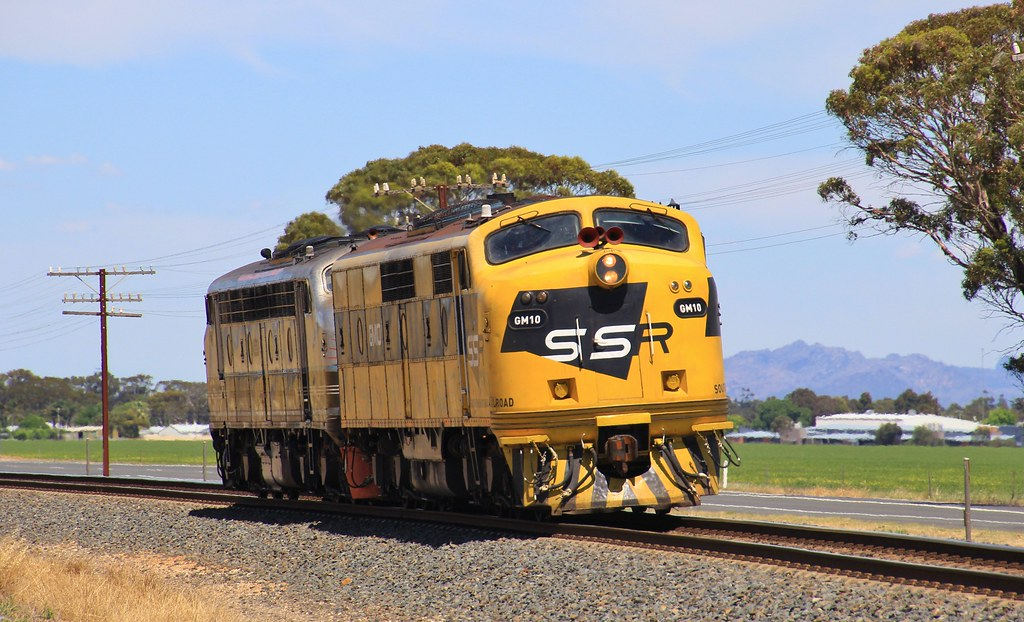 GM10 and B61 run D761V SSR driver training to Nhill and return by bukk05