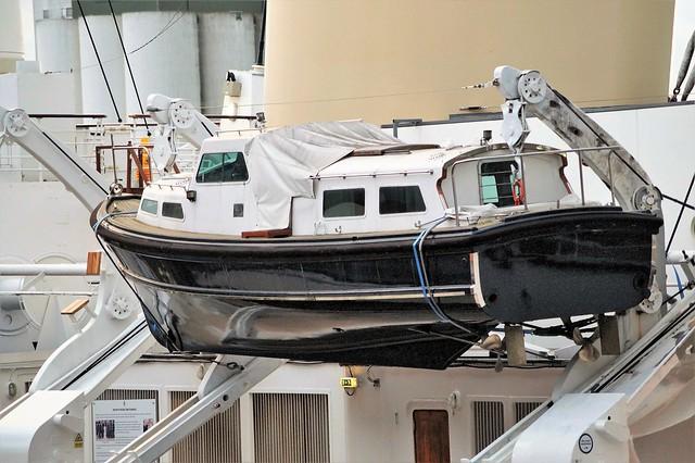 4 DSC05838.  H.M.  Royal Yacht Britannia life boat on ships davits. Ocean Terminal, Leith. Edinburgh.