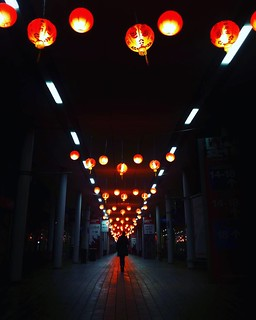 China in fiera #fieramilano #China #lantern #lights #red #af2017 #artigianoinfiera #Milano #igers #igersitalia #igersmilano #dark #night #photooftheday #picoftheday #awesome #road #path #walking #followme #instagood | by Mario De Carli
