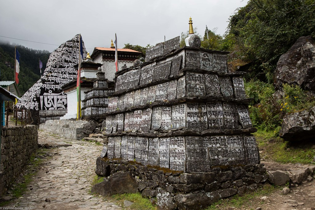 trail to Namche 05