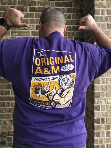 Sorry, folks, #NoRepeatStarWarsShirts will resume tomorrow. Had family portraits today, and have to rep my Tigers against the Aggies tonight. | by retrophisch