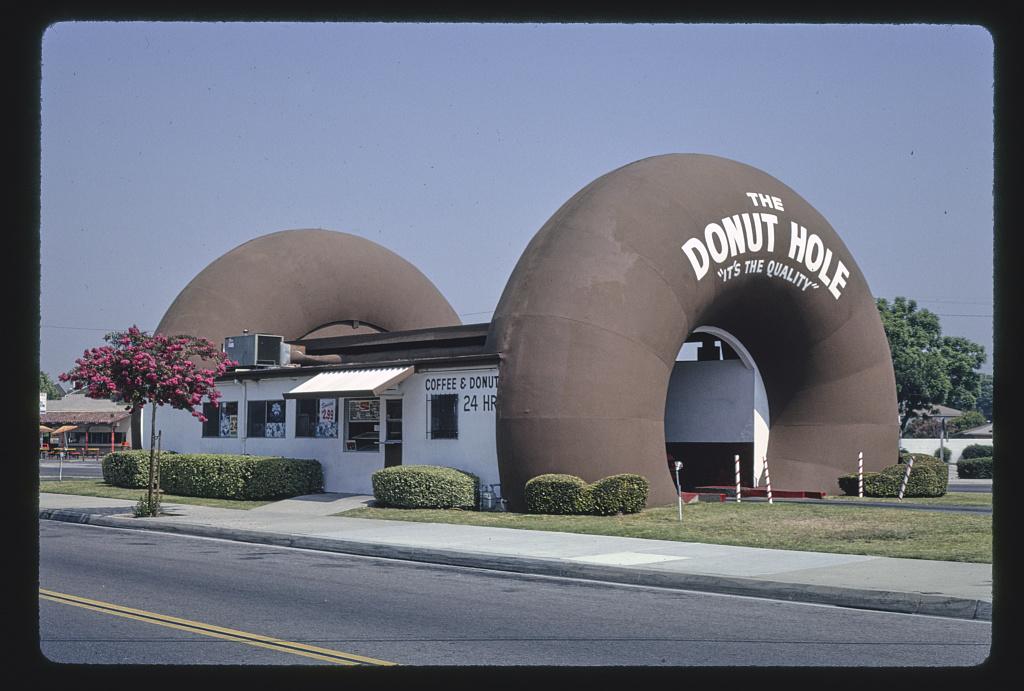 The Donut Hole, angle view, Amar Road, La Puente, California (LOC)