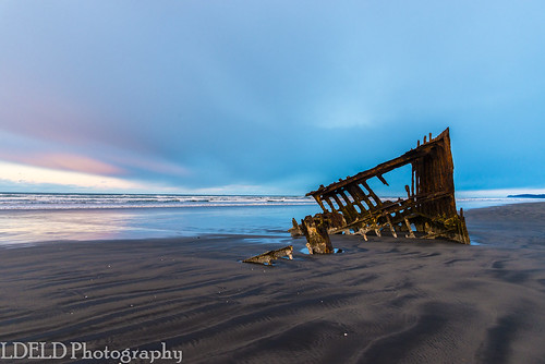warrenton oregon unitedstates us peteriredale shipwreck sunrise beach ocean sand reflections fortstevens columbiariver pacific graveyardofthepacific