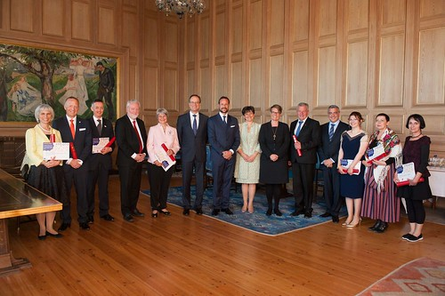 Group photo with dignitaries, 7 Grand Prix laureates and Norwegian winners