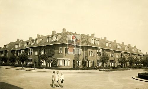 De Savornin Lohmanlaan hoek Dr. D. Bosstraat ca. 1937   by hjrnoorden
