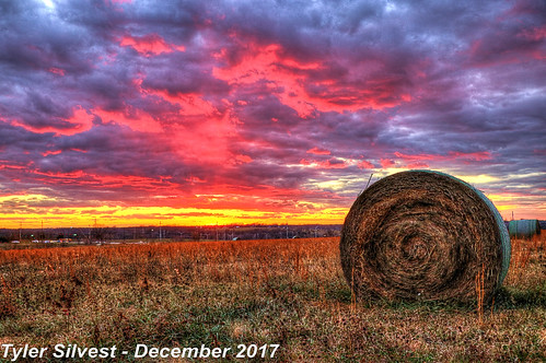 4/5 Fall Sunset over Western Olathe, KS 12-6-17 | by KansasScanner