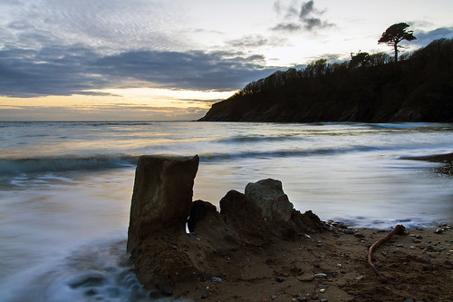 caerhays beach longexposure coastal coast water ocean sea atlantic shutterspeed tree rocks standing tide tidal incoming aftersunset sunset cornwall cornish uk british sand pebbles stones clouds autumn november canon eos50d tamron 1750mm landscape seascape outdoors cove bay afternoon