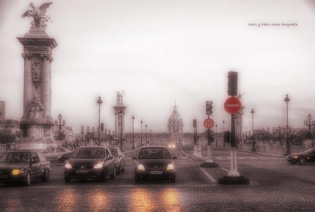(794/17) Anochece en Paris