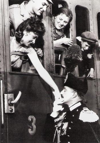 Gina Lollobrigida and Vittorio De Sica in Pane, amore e gelosia (1954)