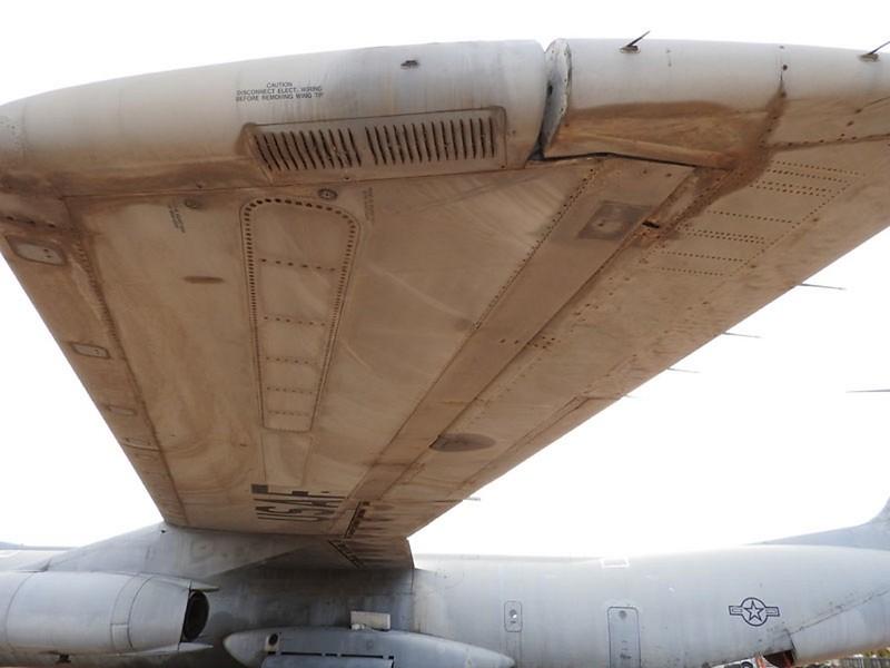 Lockheed C-141B Starlifter 4