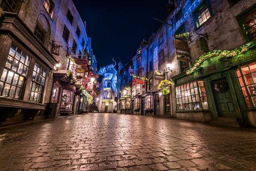 christmas wizard wizarding world diagon alley harry potter universal studios florida nikon d850 travel holiday vacation night long exposure sigma uwa ultrawide angle