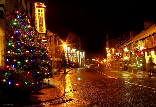 castleton derbyshire night time christmas snow lights 2017  (13)
