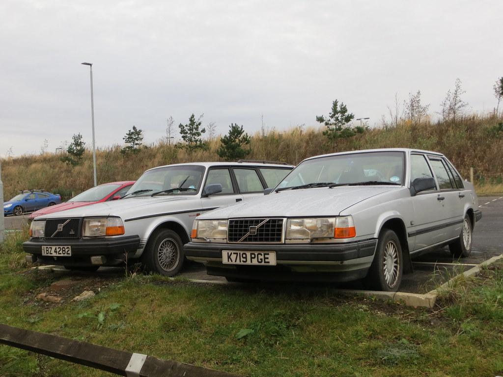 1992 Volvo 240 Torslanda and 1993 940 GLE Turbo | I've snapp… | Flickr