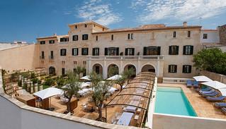 Can Faustino_menorca_hoteles chulos_arquitectura_piscina salada patio via-web-can-faustino   by Libe_reharq
