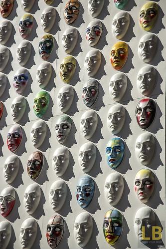 Tante maschere, una sola ombra