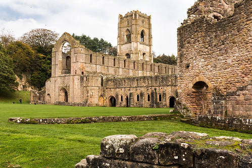 fountainsabbey abbeychurch nave tower ruins remains guesthouse cellarium stonework cistercian monastery abbey ripon yorkshire nationaltrust landscape building architecture heritage