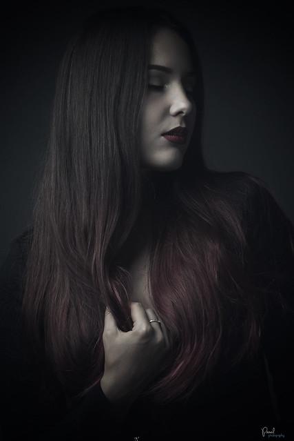 studio portrait - brunette dark style