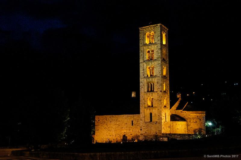 Las dos iglesias románicas de Taüll por la noche