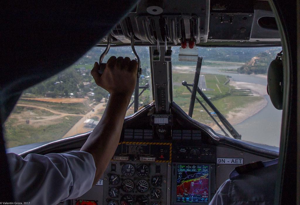 avion de Lukla 02_aterizare la Manthali