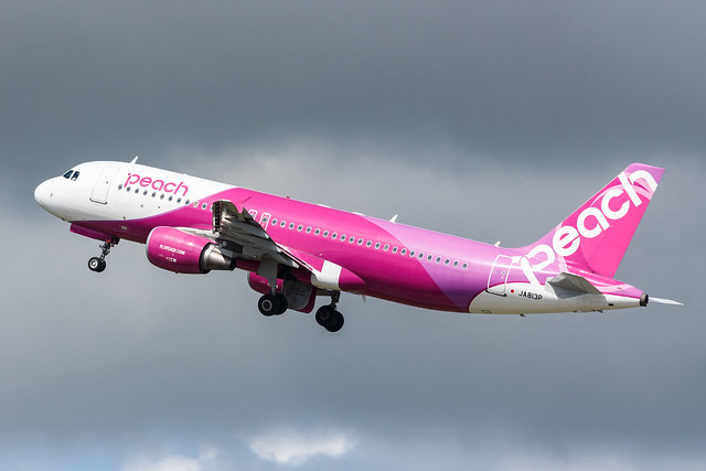 Peach A320-200 JA813P 002