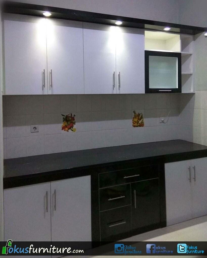 Kitchen set model lurus Finishing hpl Hitam putih di Penga ...