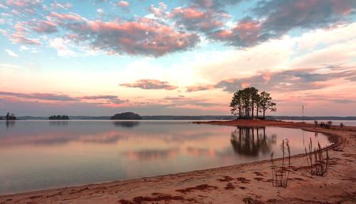 sunrise wideangle ndfilter 8stopndfilter polarizer beach water lake lakelanier flowerybranch georgia canon 70d eos 1018mm longexposure nature earlymorning