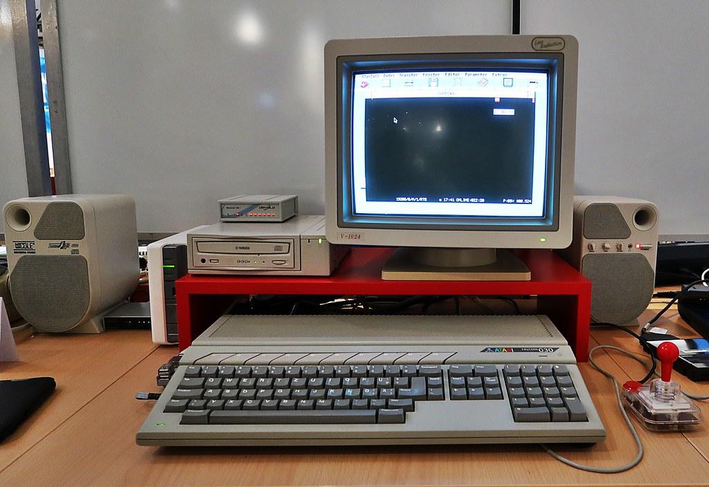 Atari Falcon 030 mit (neuerer) Peripherie (1992) | en wikipe